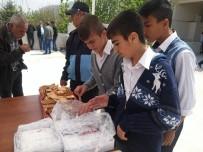 Gercüş Belediyesi Kandil Simidi Dağıttı