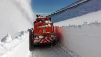 KARLA MÜCADELE - Her Yerde Bahar, Erzurum'da Kar Var