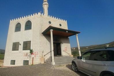 İsrailliler Batı Şeria'da camiye saldırdı