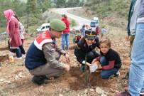 Jandarmalar Öğrencilerle Hatıra Ormanında Ağaç Diktiler