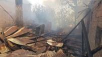 MEHMET ÖZCAN - Karabük'teki Yangında 4 Ev Kullanılamaz Hale Geldi (2)