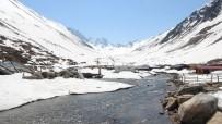 KAR KALINLIĞI - Karla Kaplı Yayla Yolları Ulaşıma Açılıyor