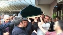 MARMARAY - Marmaray İstasyonunda Raylara Atlayarak İntihar Eden Gencin Cenazesi Ailesine Teslim Edildi
