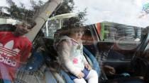 Otomobilde Kilitli Kalan Çocuk Kurtarıldı