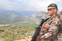 Özel Harekat Polisleri Sınırda Kuş Uçurtmuyor