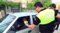 TÜRK POLİS TEŞKİLATI - Polisten Sürücülere Siirt Fıstığı İkramı