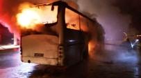 KAÇAK GÖÇMEN - Seyir Halindeki Tur Otobüsü Alev Aldı