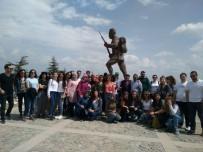 Üniversite Öğrencileri, Dumlupınar Şehitliği'ni Ziyaret Etti