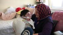 OMURGA EĞRİLİĞİ - Yaşamı Hastanede Geçen Eren Evine Kavuşturuldu