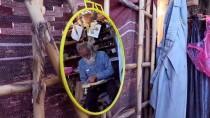 ROBİNSON CRUSOE - Yaşamını Değiştirip Yol Kenarına Kendi 'Sarayı'nı Kurdu
