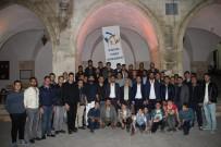 AK Partili Gençler Lokum Dağıttı
