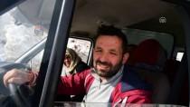 AÇIKÖĞRETİM - Borçka'da Yola Düşen Kar Kütlesi Ulaşımı Aksattı