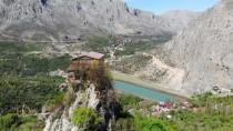 Kemaliye'nin Kayalıklarında Ev Hayali Şehrin Sembolü Oldu
