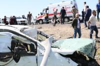 Diyarbakır'da Feci Kaza Açıklaması 1 Ölü, 13 Yaralı