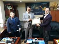 BEDENSEL ENGELLILER - Engellilerden Müdür Özdemir'e Teşekkür Plaketi