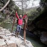 MEHMET ALİ YILDIRIM - İçme Suyu Hattından 2 Metrelik Ağaç Kökü Çıktı