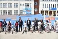 BELEDİYE MECLİS ÜYESİ - İzmit'te 140 Öğrenci Daha Bisikletini Aldı