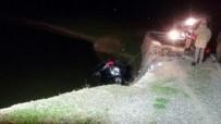 Otomobil Gölete Düştü Açıklaması 2 Ölü, 2 Yaralı