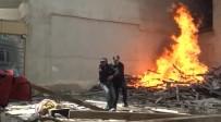 MADDE BAĞIMLISI - Kahraman Polis Madde Bağımlısını Alevlerin Arasından Kurtardı