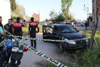 Polis Motoruna Çaparak Kaçmaya Çalışan 2 Kişi Vuruldu