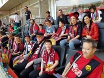 KAZıM KURT - Başkan Kurt, Samsunspor Maçını Down Sendromlu Çocuklarla İzledi
