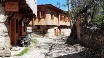 AHŞAP EV - Bu Köy 'Orada Bir Köy Var Uzakta' Diyenleri Ağırlıyor