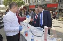 Karesi Belediyesi Vatandaşlara Ücretsiz Süt Dağıttı