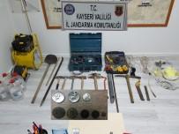 İNŞAAT ELDİVENİ - Kayseri'de İzinsiz Kazı Yapan Şahıslara Operasyon Açıklaması 9 Gözaltı
