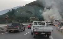 Manisa'da Otobüs Alev Alev Yandı