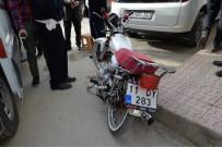 Motosiklet İle Otomobil Çarpıştı Açıklaması 2 Yaralı