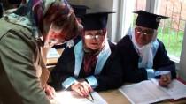 Okuma Yazma Öğrenen Kadınlar Cübbe Giydi