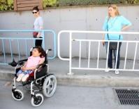 CAM KEMİK HASTASI - 'Utanmaz' Hırsız, Engelli Genç Kızın Telefonunu Çaldı