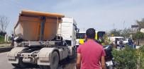 HAFRİYAT KAMYONU - Yine Hafriyat Kamyonu Kazası Açıklaması 5 Yaralı