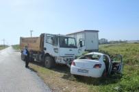 HAFRİYAT KAMYONU - Antalya'da Kamyon İle Otomobil Çarpıştı Açıklaması 1 Yaralı