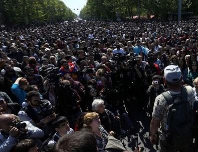 Ermenistan'da 'devrim komitesi' ilan edildi