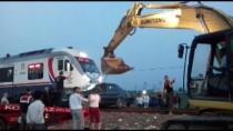 İzmir'de Hemzemin Geçitte Kaza Açıklaması 2 Yaralı