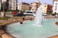 EĞLENCE MEKANI - Kağıt Toplayıcısı Suriyeli Çocukların Süs Havuzunda Tehlikeli Eğlencesi