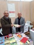 YAYıNEVLERI - Kitap Fuarında Köy Okulları İçin Kitap Topladı