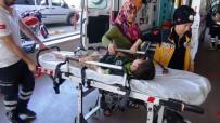 AKBAYıR - Koşarak Karşıya Geçmek İsteyen Öğrenciye Otomobil Çarptı