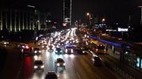 HAMİLE KADIN - Metrobüs Yoluna Geçmeye Çalışırken Kazaya Neden Oldu