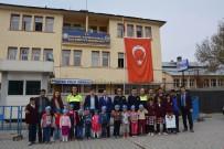 KAHRAMAN POLİS - Minik Öğrencilerden Polislere Anlamlı Ziyaret