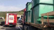 YOLCU OTOBÜSÜ - Otoyolda Yolcu Otobüsü Tırla Çarpıştı Açıklaması 2 Yaralı