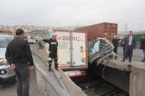 RAMAZAN CEYLAN - Protokol eşlerini taşıyan minibüs kaza yaptı: 1 ölü, 10 yaralı