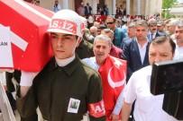 FATMA GÜLDEMET - Sırtına Türk Bayrağı Geçirip Şehit Oğlunu Son Yolculuğuna Uğurladı