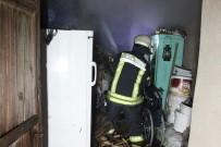 YANGINA MÜDAHALE - Yangına Uykuda Yakalanan Ev Sakinlerini Vatandaşlar Kurtardı