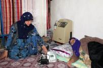 Elektrik Kesilince Hastalarını Komşu Köylere Götürüyorlar