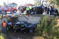 CELAL BAYAR - Fethiye'de Otomobil İle Kamyonet Çarpıştı Açıklaması 3 Yaralı