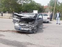 GÜNDOĞDU - Sakarya'da Trafik Kazası Açıklaması 5 Yaralı