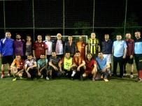 YURTTAŞ - Sarıgöl İlçe Protokolü Mahalle Gençleriyle Maç Yaptı
