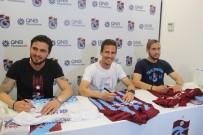 Trabzonsporlu Futbolcular İmza Gününe Katıldı
